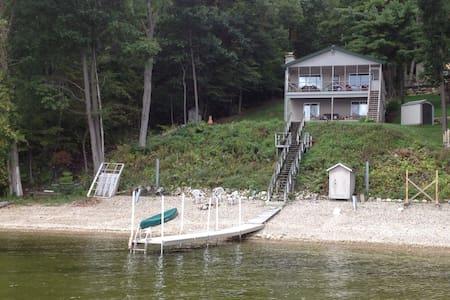 Lake Champlain lakefront studio - Keeseville