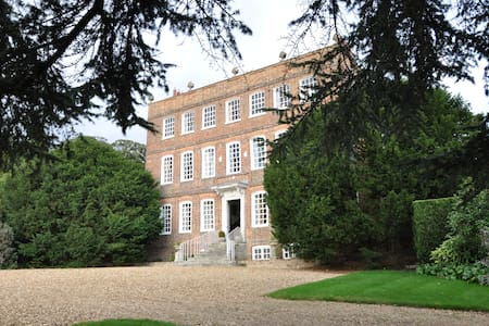 Unique 17th Century Manor House - Leighton Buzzard - Bed & Breakfast