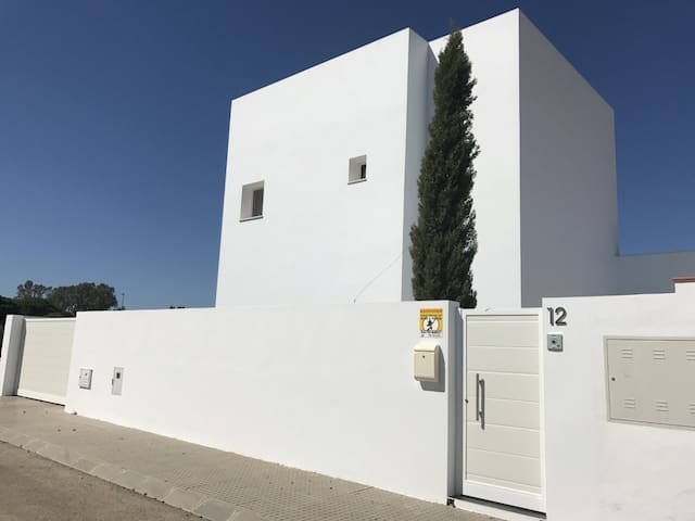 EL APARTAMENTO DE LA CASA BLANCA DEL CIPRÉS