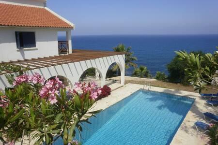 Villa Panorama. Great views & Pool - Pomos