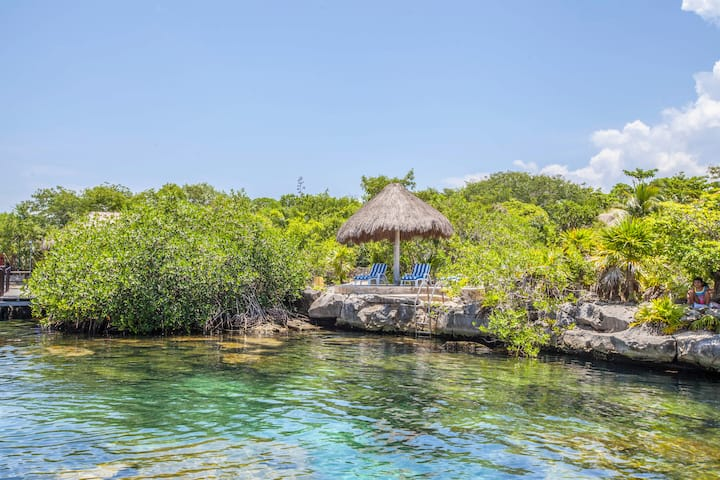Amazing Villa with private access to Yal-Ku Lagoon