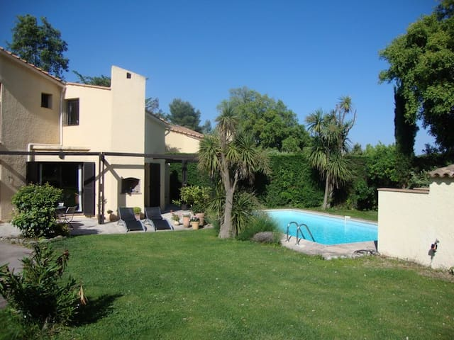Charming house with swimming pool - Valbonne - House