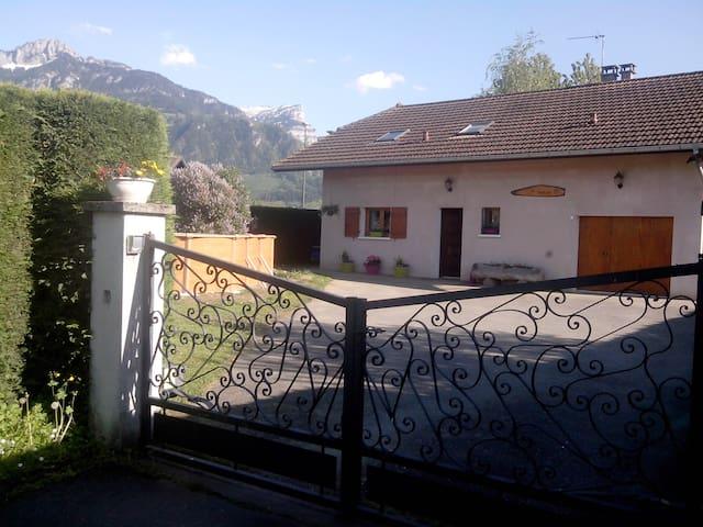 Villa tout confort avec jardin et piscine