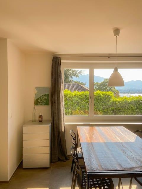 Appartement ensoleillé sur la côte ensoleillée du lac de Thun