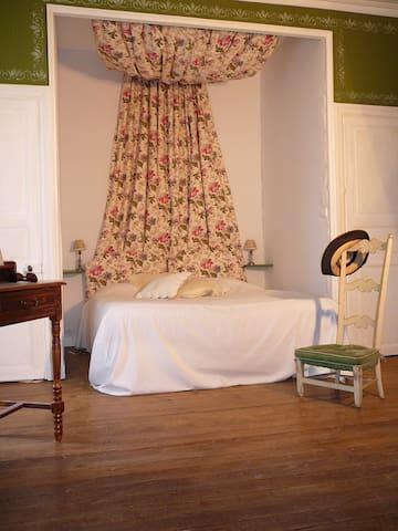 Chambre dans demeure de charme XVI° - Cheffes