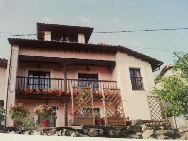 Typical asturian house - Llanes - House