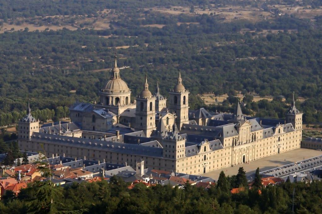 El monasterio del Escorial a 20 min.