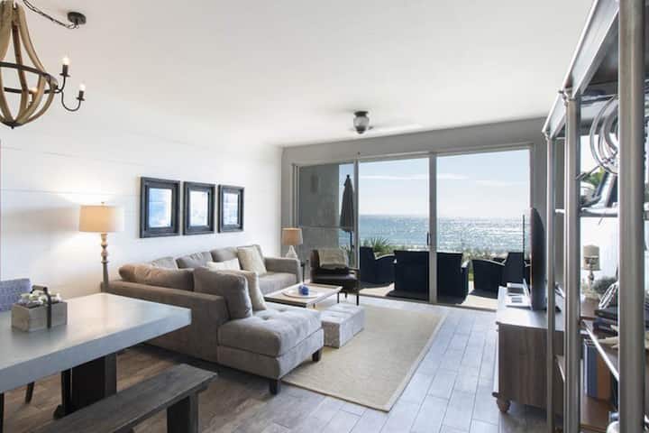 Elegant dwelling on the beach w/ beautiful view, shared pool & central location