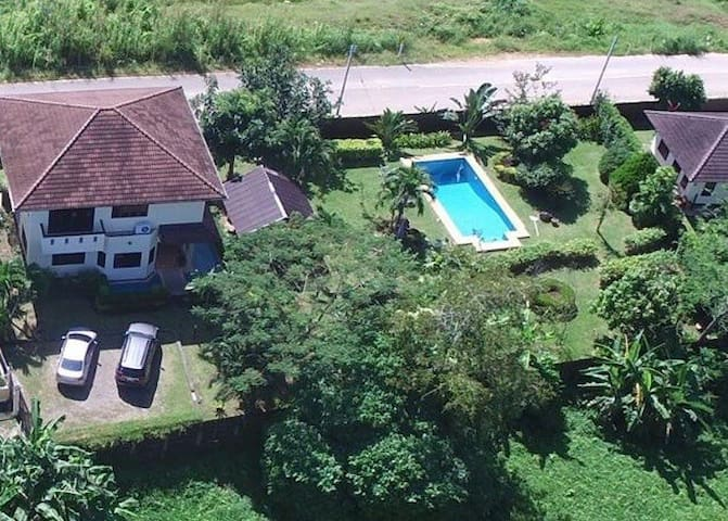 Beautiful Garden 4 Bedroom Villa with Private Pool