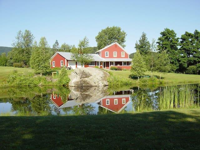 Idyllic Vermont Family Farmhouse  - Montgomery - Casa