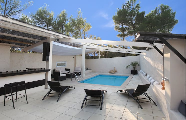 Villa dans un Golf avec Chalet dans les arbres