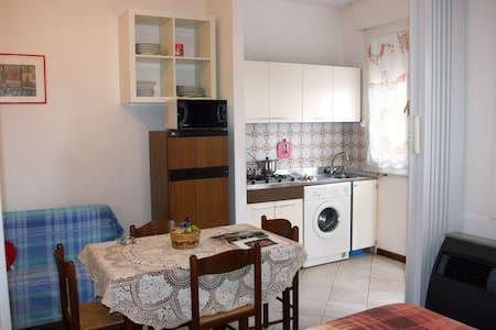 Grazioso appartamento con balcone - Лидо-делле-Национи