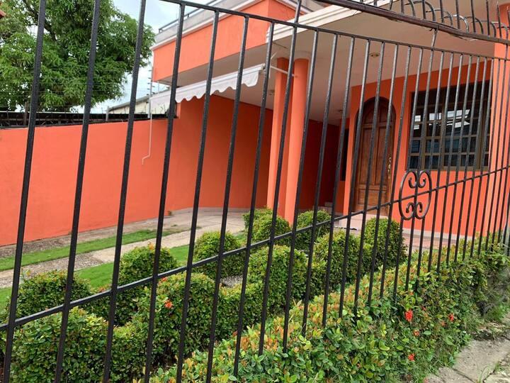 """""""Casa Ramon"""" Grande céntrica y bella c/estacionam"""