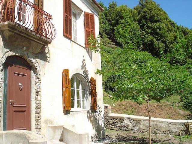 Location saisonnière près de Corte  - Sant'Andréa-di-Bozio - Dům