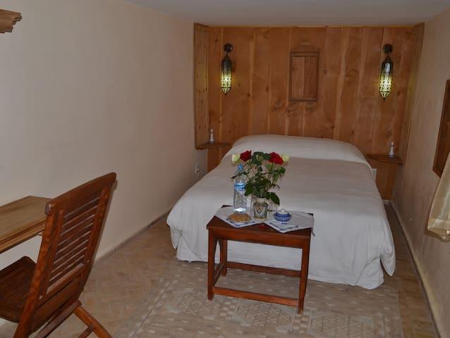 Dar Essoaoude- La maison du bonheur - Fes Medina - Bed & Breakfast