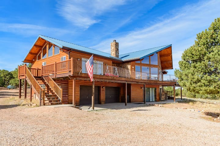 Red Canyon Lodge - Sleeps 22 - Summit - Kulübe