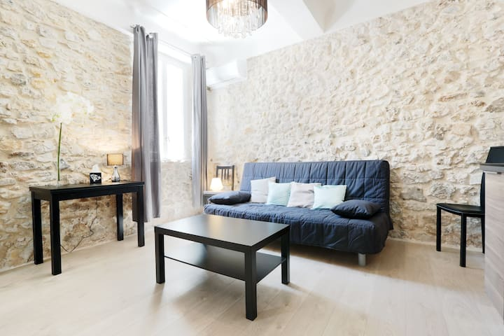 Heart of Old Antibes - 2 rooms