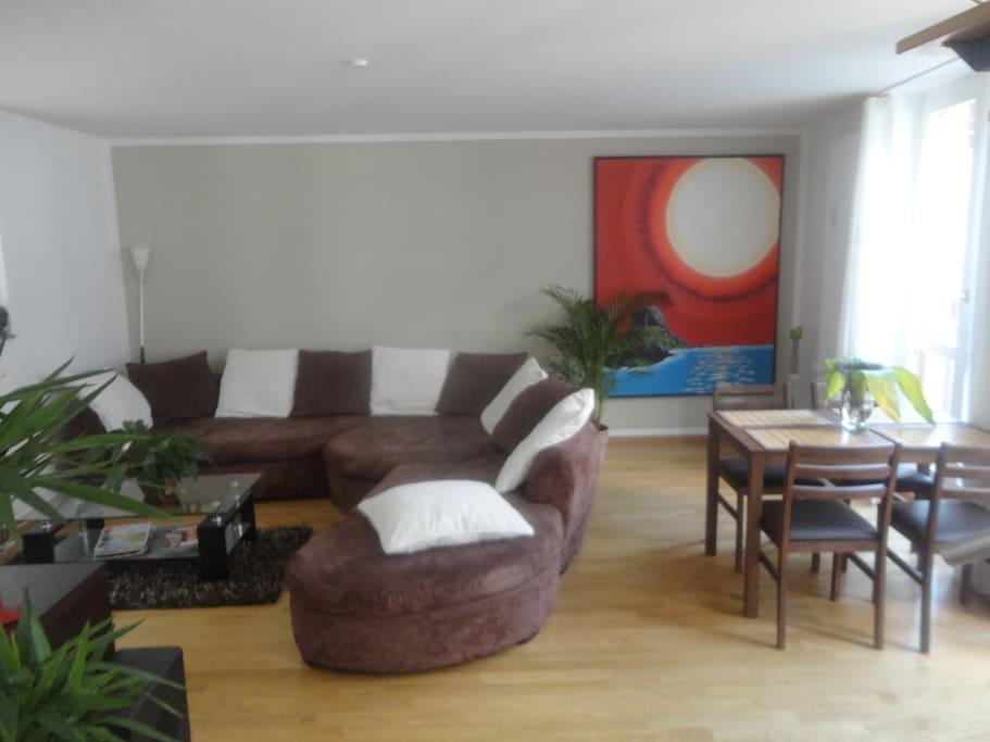 Wohnbereich mit riesiger Kuschel-Coutsch