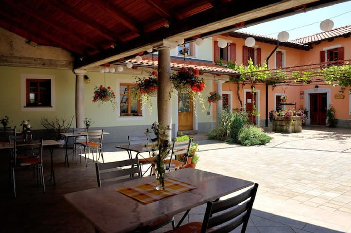 ☆Tourist☆ Farm☆ Dujceva apartment for 5