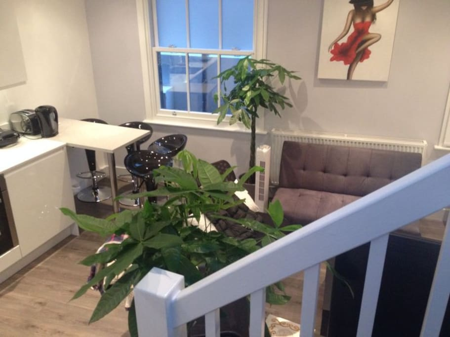 Beautiful Newly Decorated Apartment in The Heart Of Camden Town With Fast Working WI-FI and Cable TV.