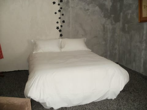 Spacious ensuite in Cave Co-Operative