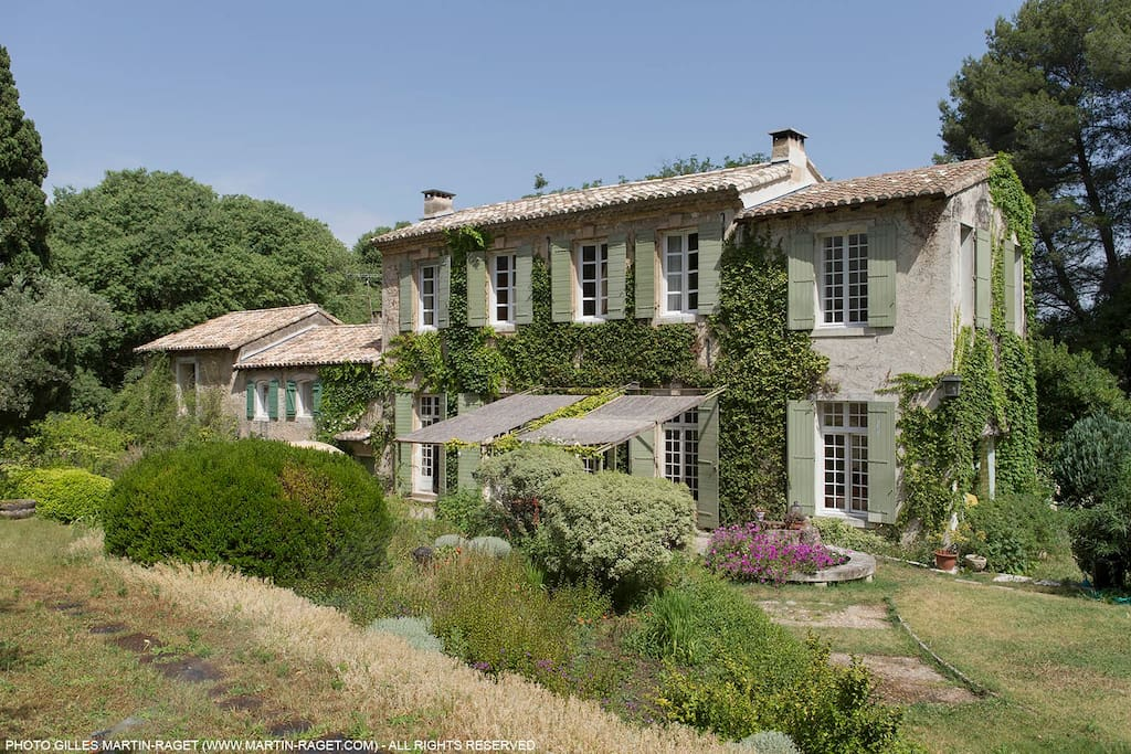 Quality house and garden in the heart of provence houses for Provence homes