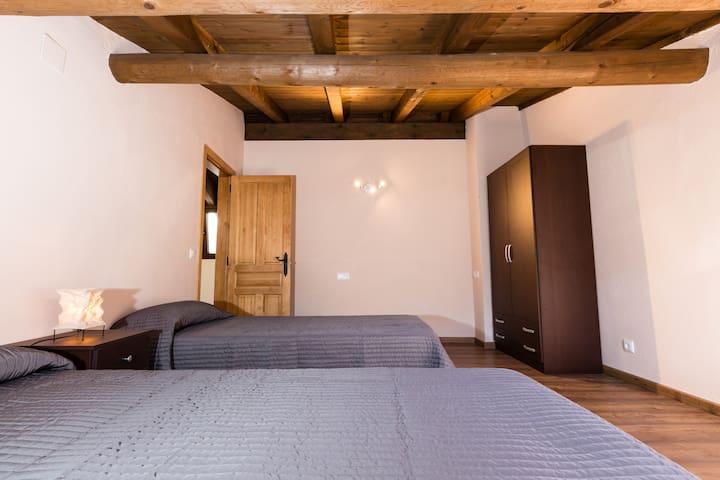 Apart. Duplex Montcortés - WiFi GRATUIT!!