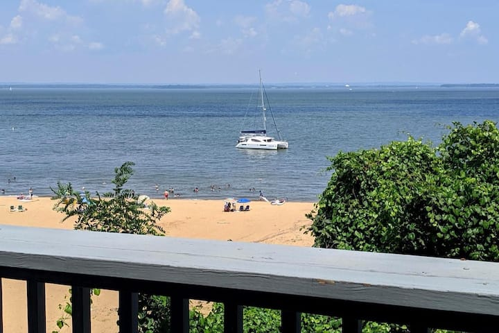 Beautiful Waterfront Views w/ a Sandy Beach