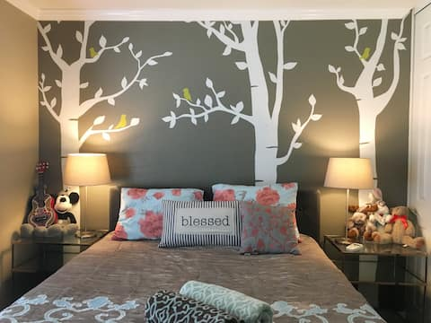 Private Room, Queen Bed, Private Bath, Nice Street