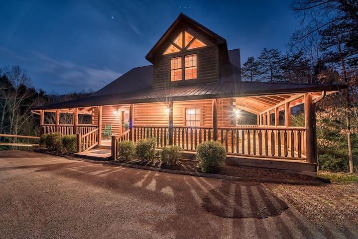 Majestic Oak Lodge - Luxury 5-Star Mountain Cabin