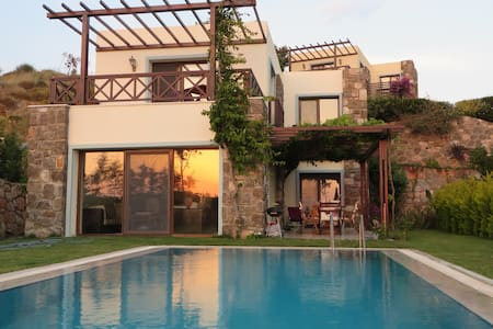 DELUXE VILLA/PRIVATE SWIMMING POOL - Gumusluk - Bodrum - Rumah