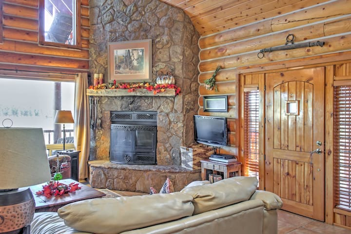 The charming cabin features 3 bedrooms, 3.5 bathrooms and space for 13.