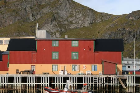 Cozy Rorbu by the dock, sea view. Fishermans cabin - Stamsund - Appartement