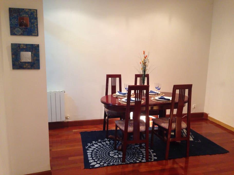 Comedor. Dining room.