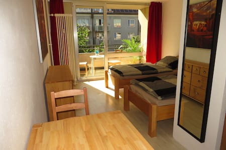 Near Downtown & Fair (Messe) Apt. 3