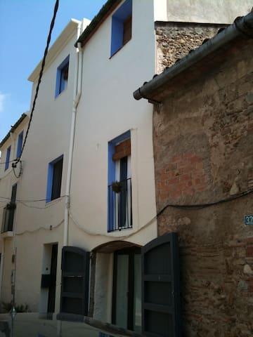 Can Goda , casa  amb encant a poble - Cabanes - Haus