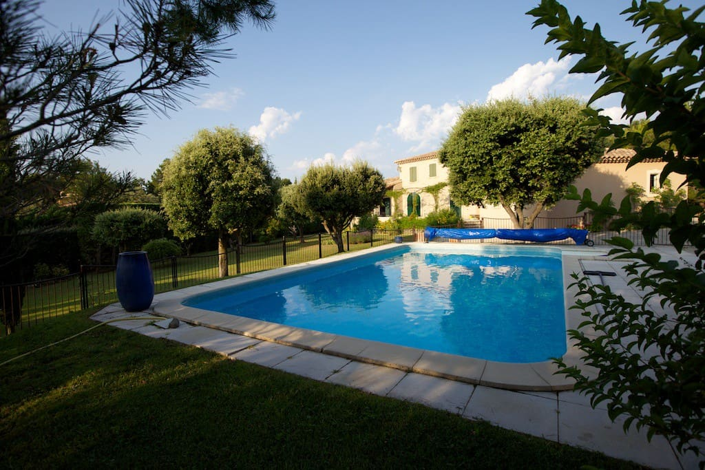 Bastide de charme piscine chauff e houses for rent in l for Piscine isle sur sorgue