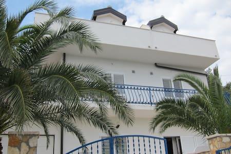 Apartmani 2 Palme - Iva - sea view - Slatine