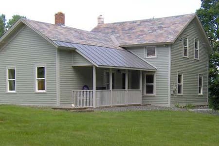 Farmhouse 1.5mi from Lake George - Drezno