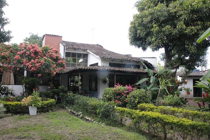 La Provincia Casa Campestre Rivera (Centro).