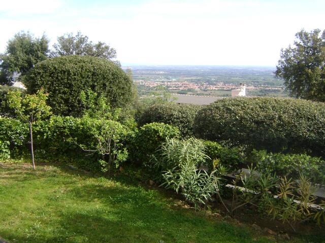 Appart rez de jardin d'une maison - Laroque-des-Albères - House