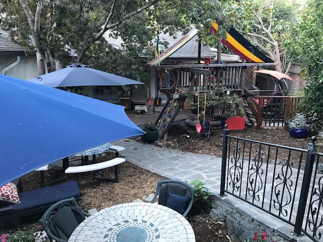 Berkeley hills Shasta guest rooms