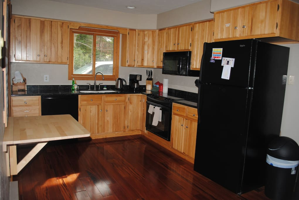 Fully equipped kitchen with new appliances, coffee maker, toaster oven, electric kettle, etc