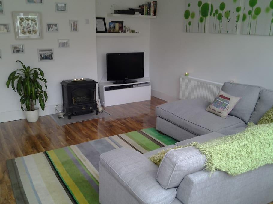 Lounge area with satelite TV, DVD player etc.