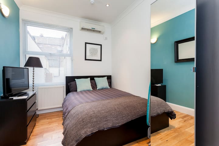 Stylish Studio Room B in Buzzing Brixton