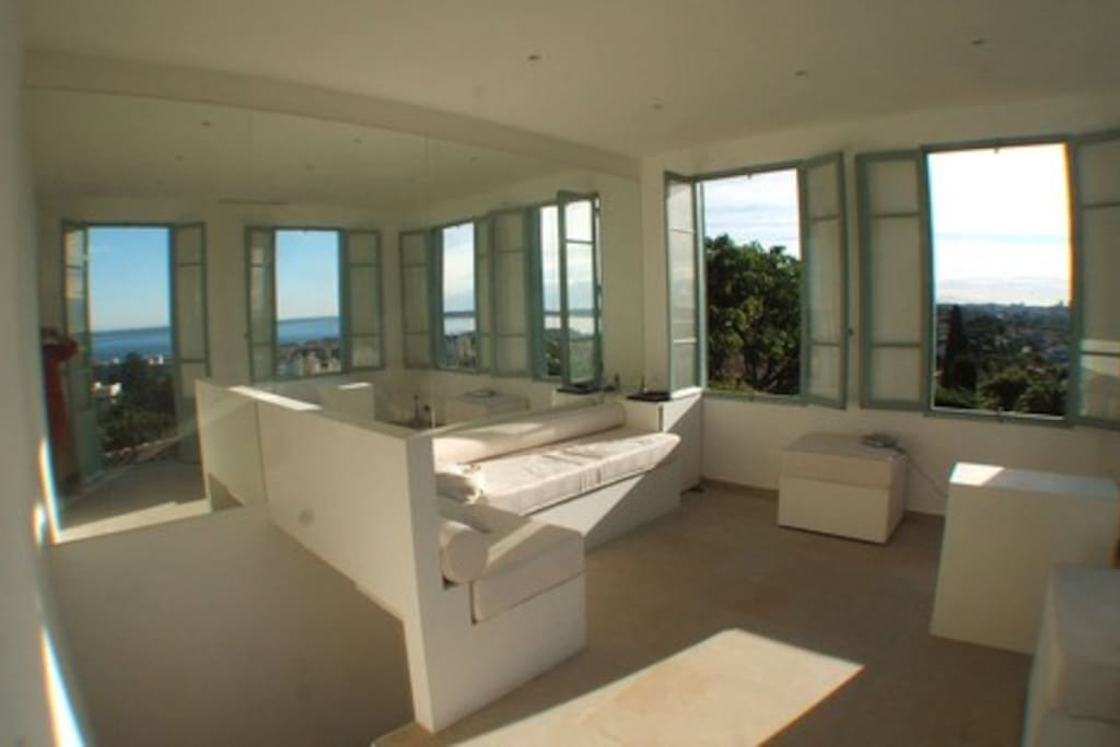 Lounge with Panoramic view of the coast from Cap d'Antibes to the St Marguerite Islands