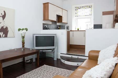 Lovely 2 Bed Flat Shawlands  - Glasgow - Lägenhet