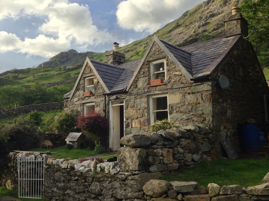 Snowdonian Mountain Cottage Houses For Rent In Llanberis