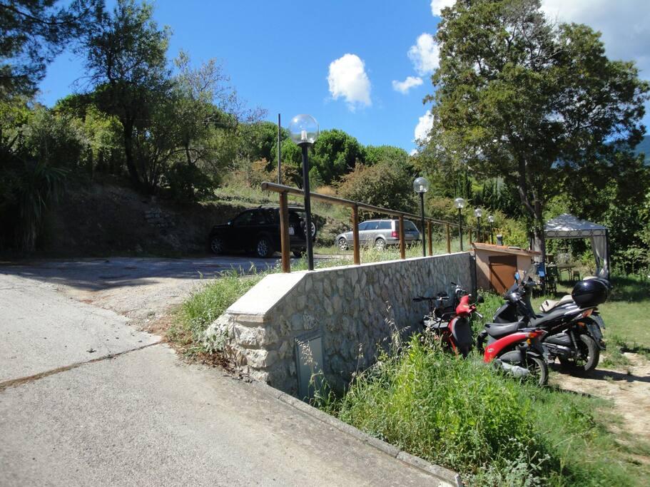 Spazio per parcheggio auto e bici