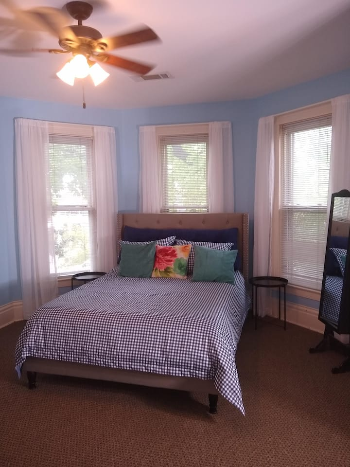 Sunny Frankfort Ave Apartment